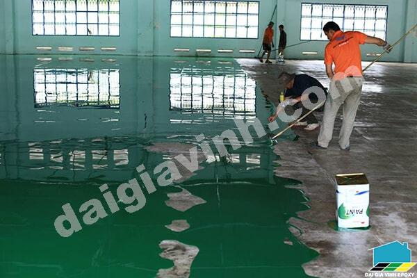 Trộn sơn epoxy
