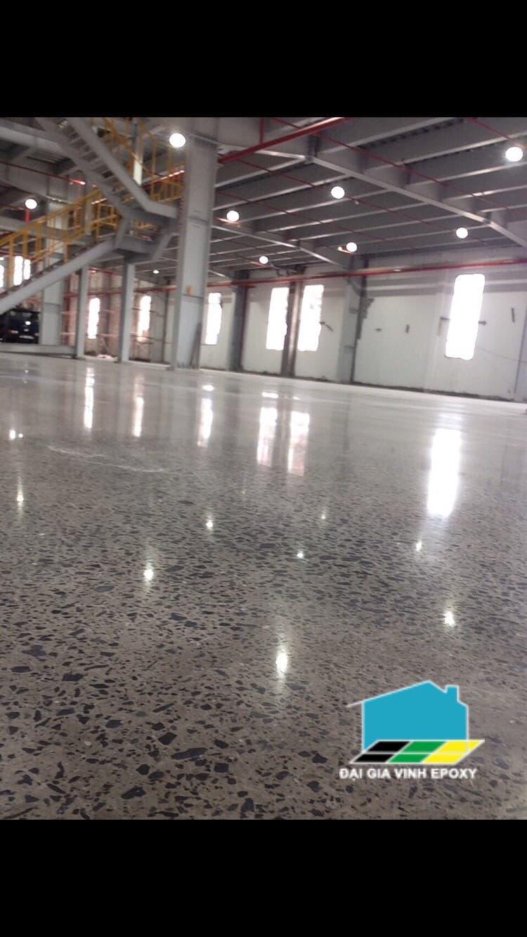 Nên đánh bóng sàn hay thi công epoxy cho nền bê tông?